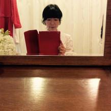控え室の鏡台にて。大きくて良かったです。