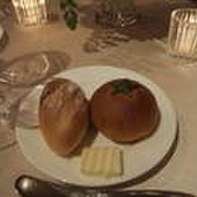 右のトマトパンが美味しかった