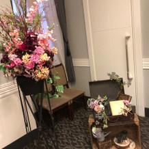 会場前装花