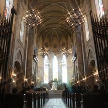 入り口から見た大聖堂。
