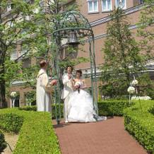 挙式後に鐘を鳴らすよー!写真チャンス!