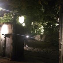 夜の門。入りたくなる素敵な雰囲気でした