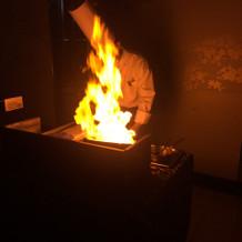 お肉を焼く実演。 いい香りです