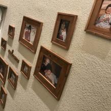 階段に写真が飾れます