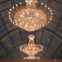 素敵な天井とシャンデリア