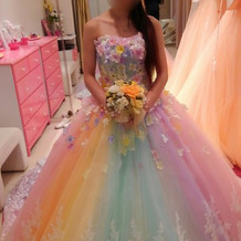 レインボーカラードレス