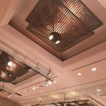 天井の照明は7色に変わるとのこと。