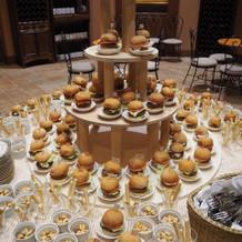 披露宴前のハンバーガータワー