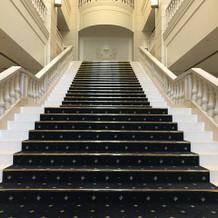 入り口すぐの大階段