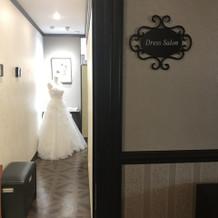 館内にドレスサロン