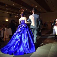 綺麗なブルードレス