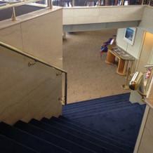 船内にある階段