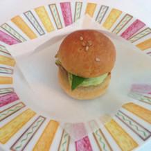 ハンバーガーに模したアミューズ。