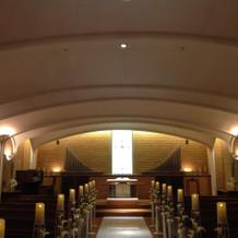 柔らかな曲線のドーム型の天井。