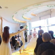 ダンサーの演出での入場でした。