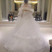 シルエットがきれいなドレス