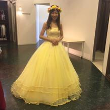 花冠が似合うカラードレス。花冠は私物。