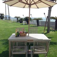 こちらもお庭のテーブルと椅子です。