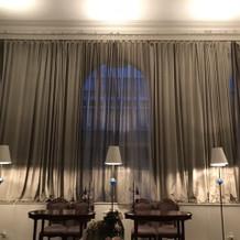 シックな雰囲気の親族待合室