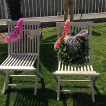 庭の椅子も可愛く飾り付けてありました。