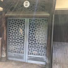 扉はこんな感じです。