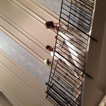 披露宴が始まるときに階段から 降りました