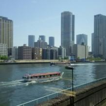 ゲストの待合室から見える隅田川