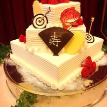 和飾りのウエディングケーキです。