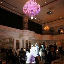 披露宴中の美しい照明