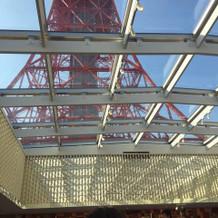 バージンロードから見える東京タワー