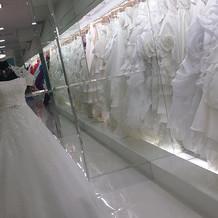 幸せな気分になれる花嫁のドレスです。