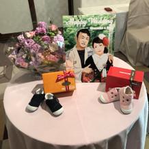 花の他に子供の靴と友人作の絵を飾りました