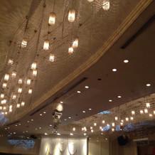 天井の照明も良い雰囲気を出してました