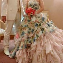 式場の衣装から選んだカラードレスです