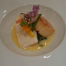 ホタテの甘さが広がる魚料理