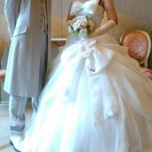 オーダーした白ドレスです。