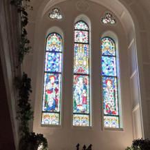 大聖堂内のステンドグラスの美しさに圧倒