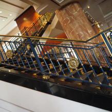 ホテルを入ってすぐあるロビーの階段
