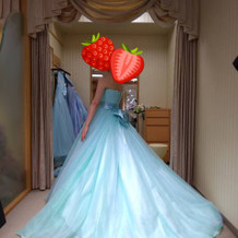 お色直しにカラードレス