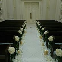 チャペル2(祭壇~入口)
