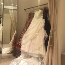 白いドレスとカラードレス!