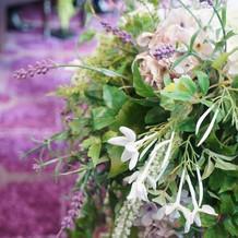 式場装花はイミテーション