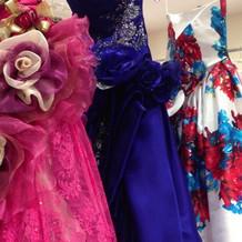 蜷川ミカのドレスも発見!