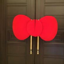 披露宴のドアには、リボンを…