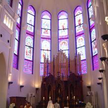 天井が高い教会