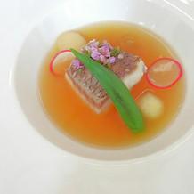 スープをかけた魚料理