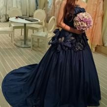 念願のネイビーのドレス