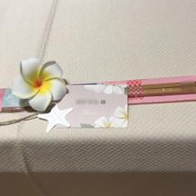 席札のお箸とプルメリア