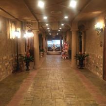 6F披露宴会場の廊下。奥に噴水があります