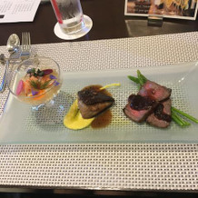 左から、エビ、フォアグラ、牛肉です。